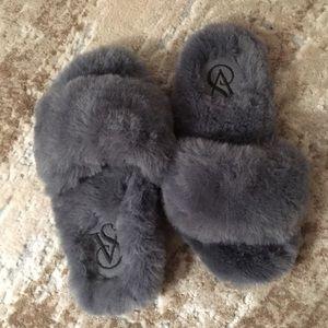 Victoria's Secret Fluffy Slippers (6-7)